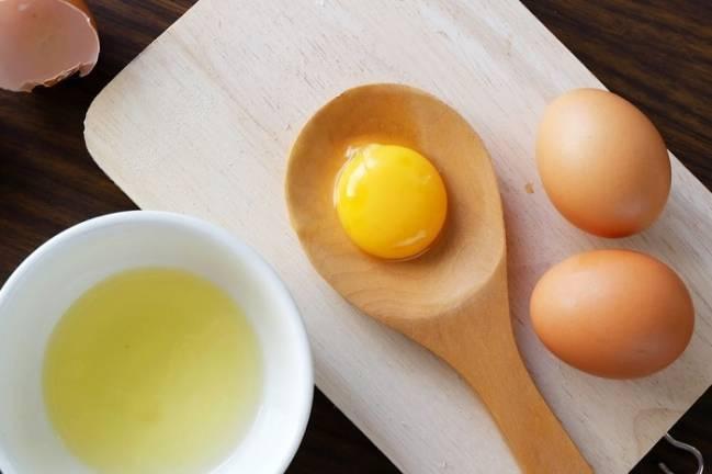Tác dụng không ngờ của mặt nạ lòng đỏ trứng gà - Hình 3