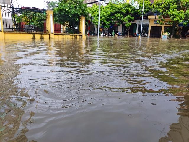 Thái Nguyên tiếp tục mưa lớn, nhiều nơi lại ngập sâu - Hình 4