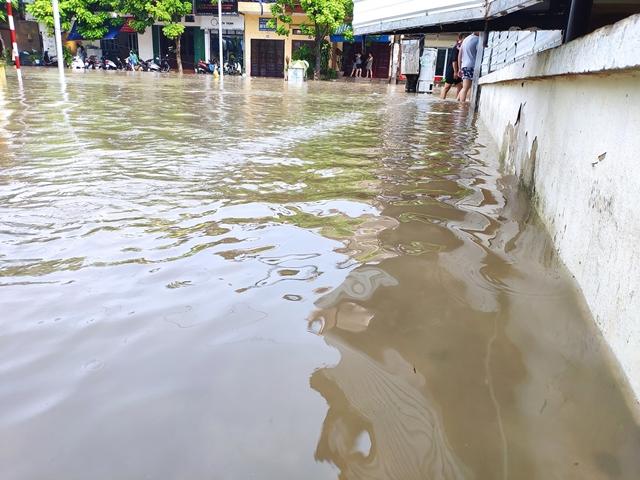 Thái Nguyên tiếp tục mưa lớn, nhiều nơi lại ngập sâu - Hình 5