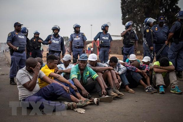 Thêm một quốc gia sơ tán công dân khỏi Nam Phi do làn sóng bạo lực - Hình 1