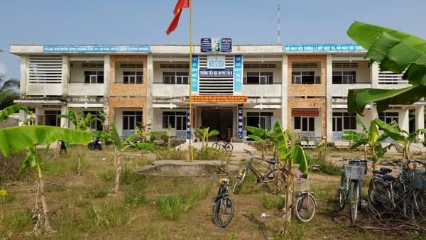 Trà Vinh: 'Khủng bố' trường học bằng cả... vườn chuối - Hình 1