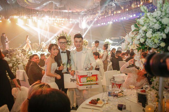 Trong lúc vợ hai dính loạt drama, Minh Nhựa vẫn đang say mê đăng tải loạt khoảnh khắc đắt giá trong tiệc cưới của con gái cưng - Hình 16