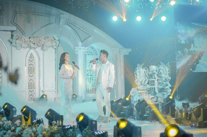 Trong lúc vợ hai dính loạt drama, Minh Nhựa vẫn đang say mê đăng tải loạt khoảnh khắc đắt giá trong tiệc cưới của con gái cưng - Hình 19