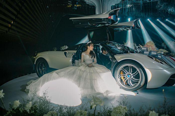 Trong lúc vợ hai dính loạt drama, Minh Nhựa vẫn đang say mê đăng tải loạt khoảnh khắc đắt giá trong tiệc cưới của con gái cưng - Hình 5