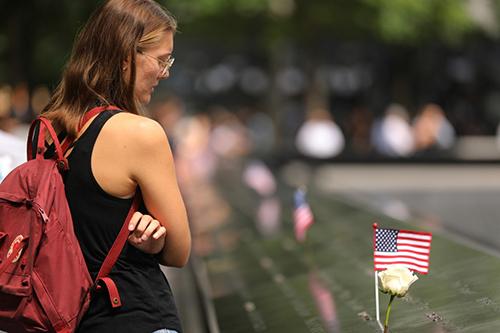 Trường học New York phải tổ chức mặc niệm vụ 11/9 - Hình 1