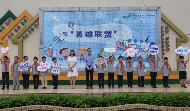 Trường học Trung Quốc dạy bé trai thành anh hùng, bé gái thành thục nữ - Hình 2