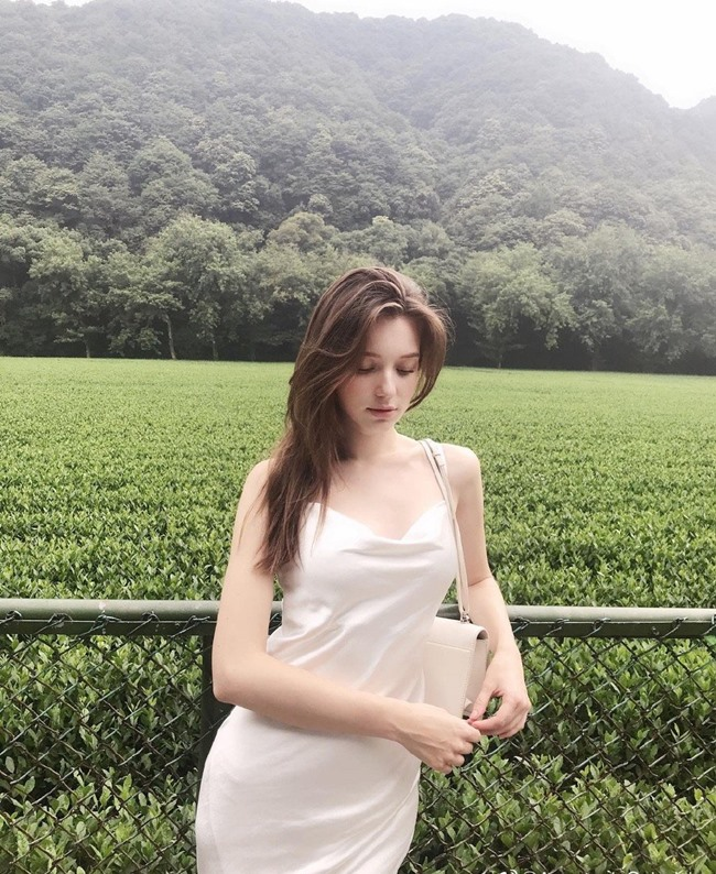 Vẻ đẹp của tiên nữ Đông Âu đang khiến thanh niên châu Á phát cuồng - Hình 12