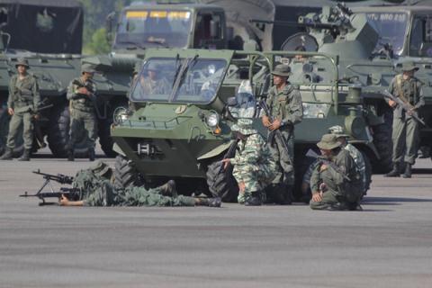 Venezuela dồn 150.000 quân sát Colombia, Mỹ cảnh báo nóng - Hình 1
