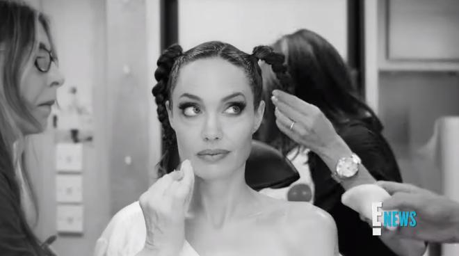 Xem Angelina Jolie biến hình thành Maleficent ai cũng trầm trồ: Nhan sắc bà mẹ 6 con quá đỉnh, chị mọc sừng mà vẫn đẹp? - Hình 3