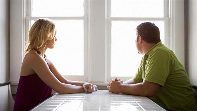 4 điều đàn bà khôn ngoan không bao giờ làm khi phát hiện chồng ngoại tình - Hình 3