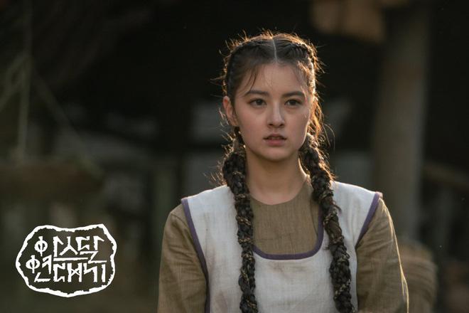 7 bóng hồng của Song Joong Ki ở Arthdal: Hết BLACKPINK, con lai Nga Hàn tới mỹ nhân Nhật đẹp nức lòng ai mà không mê - Hình 8