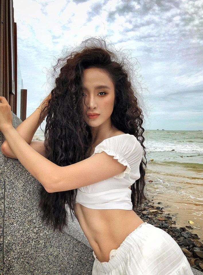 Angela Phương Trinh khoe bụng 6 múi cuồn cuộn khiến VĐV thể hình số 1 Việt Nam trầm trồ - Hình 8