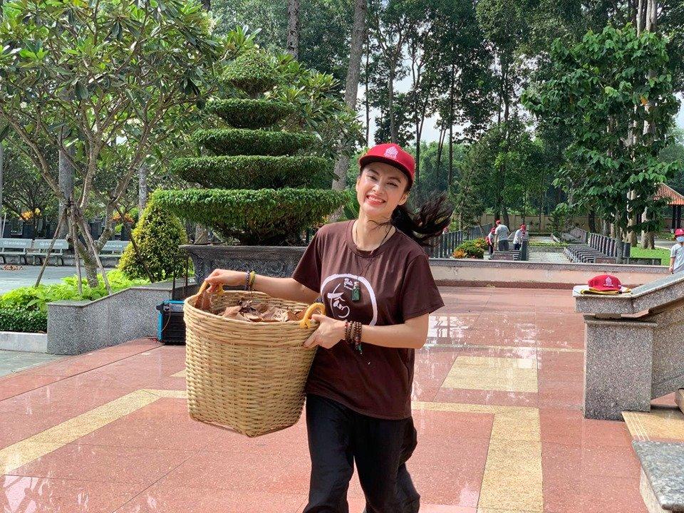 Angela Phương Trinh khoe bụng 6 múi cuồn cuộn khiến VĐV thể hình số 1 Việt Nam trầm trồ - Hình 1