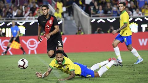 Brazil thua 0-1 trước Peru: Selecao trở về mặt đất - Hình 2