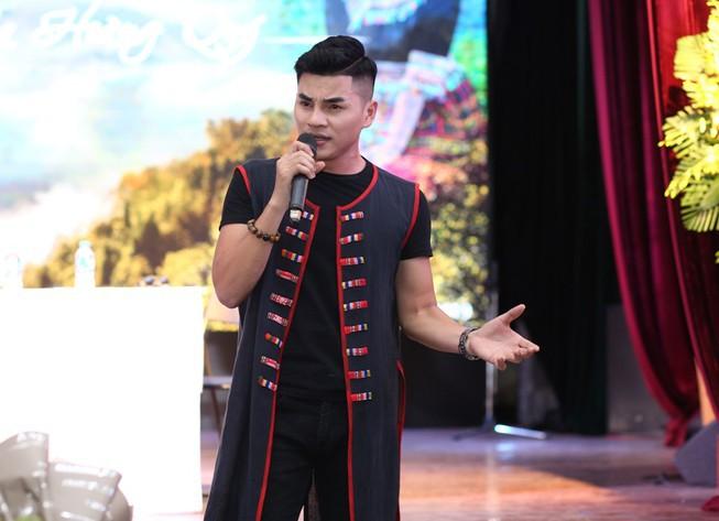 Chàng ca sĩ dân tộc Thái chào sân bằng 3 sản phẩm âm nhạc - Hình 3