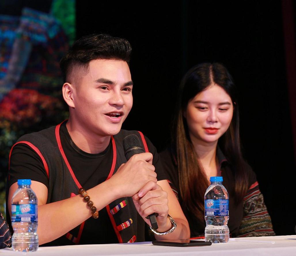 Chàng ca sĩ dân tộc Thái chào sân bằng 3 sản phẩm âm nhạc - Hình 1
