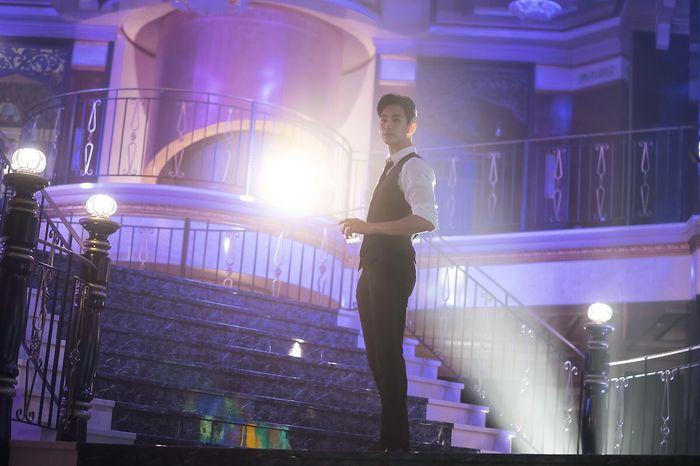 Choáng ngợp trước vẻ ngoài trẻ trung, điển trai của Kim Soo Hyun tại hậu trường bộ phim Hotel Del Luna - Hình 26