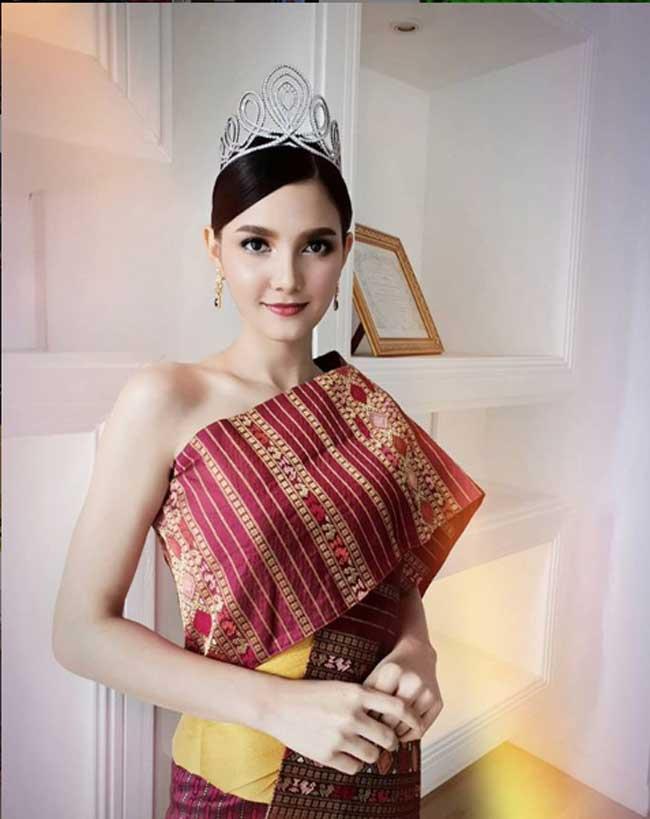 Choáng với phong cách phóng khoáng, gợi cảm của Hoa hậu đẹp nhất lịch sử Lào - Hình 14