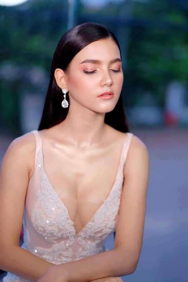 Choáng với phong cách phóng khoáng, gợi cảm của Hoa hậu đẹp nhất lịch sử Lào - Hình 1