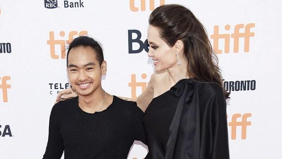 Đây là phản ứng của cậu cả nhà Angelina Jolie khi được hỏi về chuyện từ mặt Brad Pitt - Hình 2