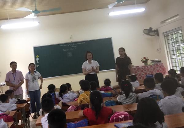 EVN HANOI sẻ chia yêu thương với học sinh huyện Ba Vì - Hình 2