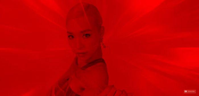 Fan đắm chìm sắc đỏ quyến rũ từ Tiffany trong bản remix Magnetic Moon - Hình 2