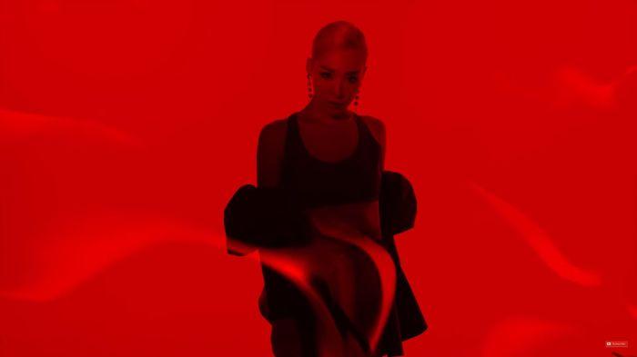 Fan đắm chìm sắc đỏ quyến rũ từ Tiffany trong bản remix Magnetic Moon - Hình 3