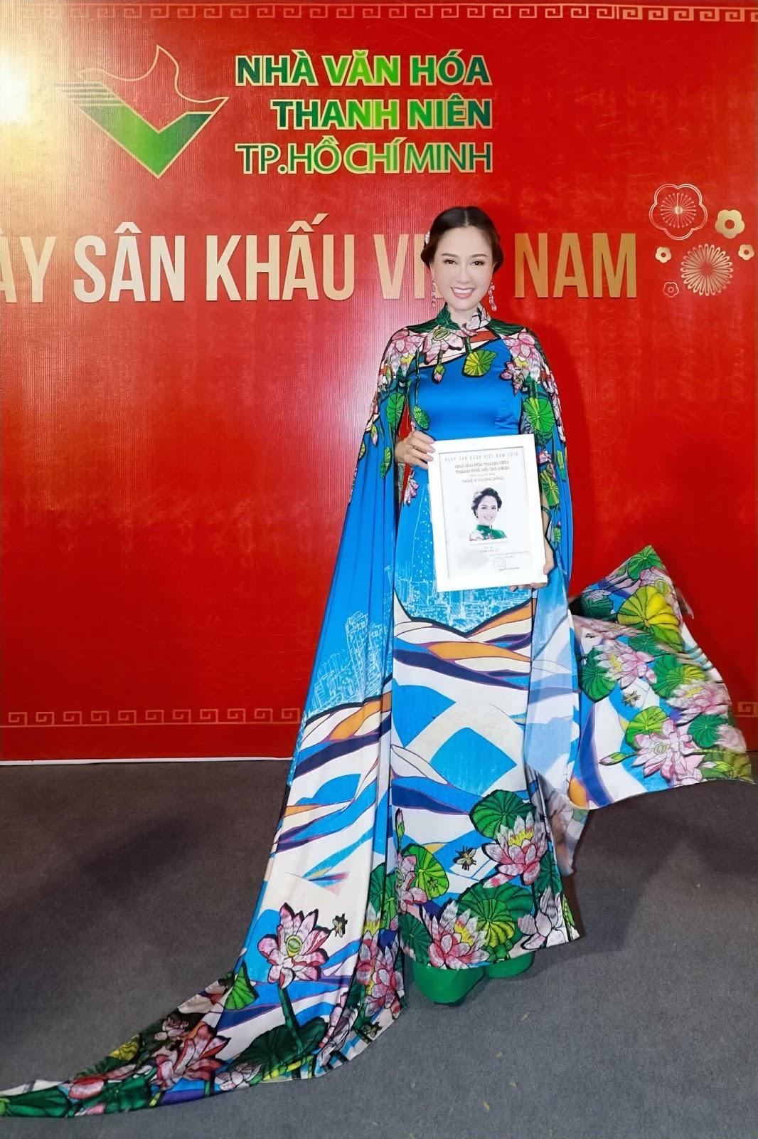 Hoa hậu Đàm Lưu Ly cùng dàn nghệ sỹ hướng về ngày giỗ Tổ sân khấu - Hình 5