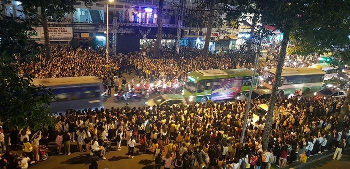Ji Chang Wook có sức hút gì khiến hàng ngàn người Việt phủ kín con đường? - Hình 2