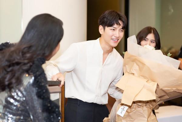 Khối tài sản khổng lồ của người đẹp mời được 2 tài tử Hàn Quốc sang Việt Nam giao lưu - Hình 2