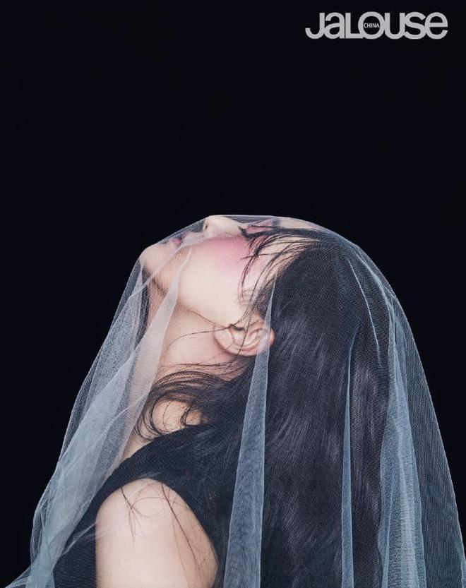 Lần đầu tiên trong sự nghiệp Trịnh Sảng chụp ảnh tạp chí thời trang: Nhan sắc và body đẹp nức nở giờ mới chịu hé lộ - Hình 9
