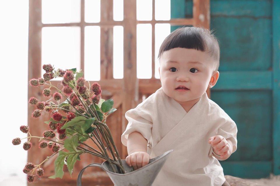 Loạt khoảnh khắc đáng yêu của con trai nhà Quý Ròm Kính vạn hoa - Hình 14
