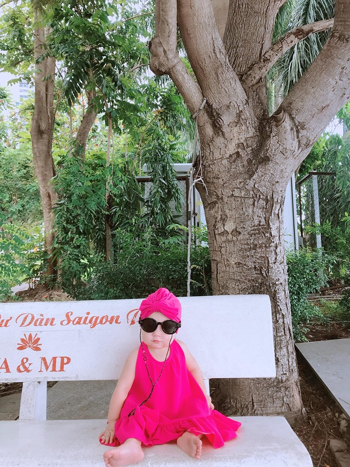 Mới 1 tuổi, con gái Trà Ngọc Hằng sành điệu như nữ hoàng street style - Hình 19