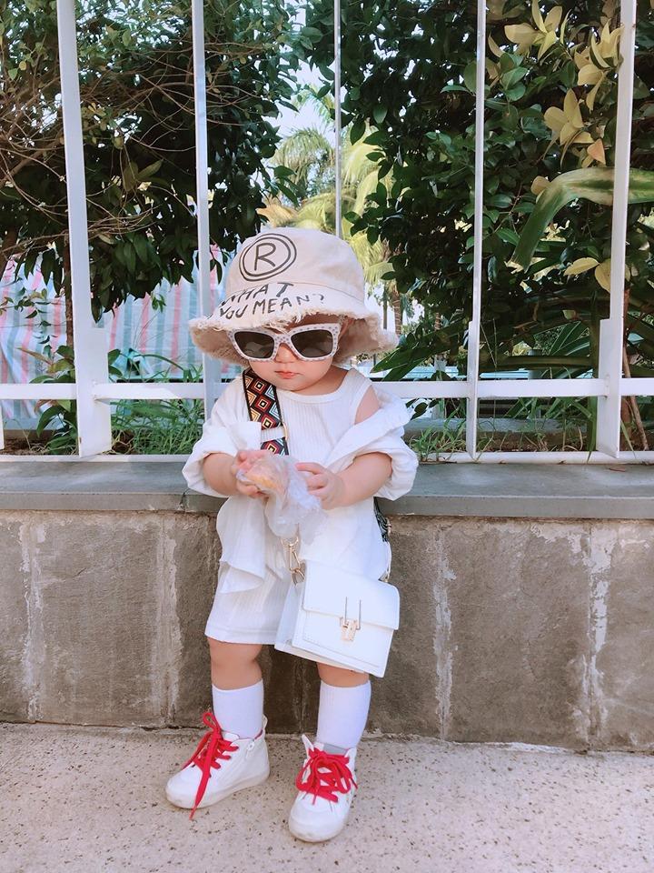Mới 1 tuổi, con gái Trà Ngọc Hằng sành điệu như nữ hoàng street style - Hình 15