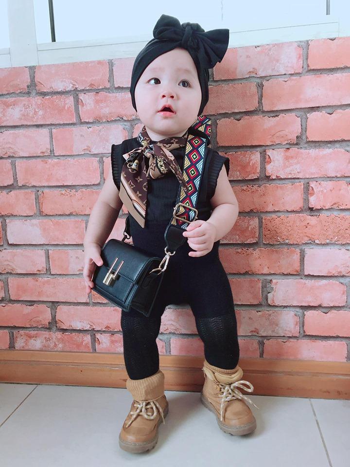Mới 1 tuổi, con gái Trà Ngọc Hằng sành điệu như nữ hoàng street style - Hình 12