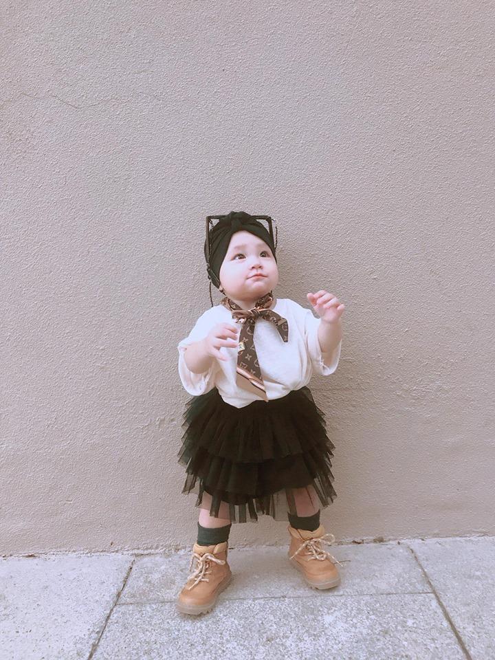 Mới 1 tuổi, con gái Trà Ngọc Hằng sành điệu như nữ hoàng street style - Hình 18