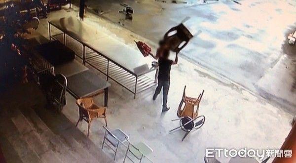 Người đàn ông vác ghế đánh cụ bà vì nguyên nhân vừa bất ngờ vừa vô cùng phẫn nộ - Hình 1