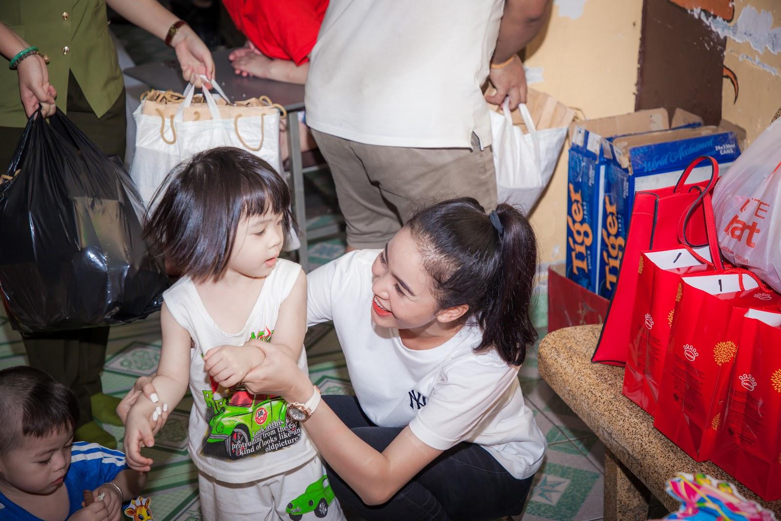 Người đẹp nhân ái Ngọc Thoa cùng thí sinh Miss World Vietnam làm thiện nguyện cho hơn 250 trẻ em - Hình 3