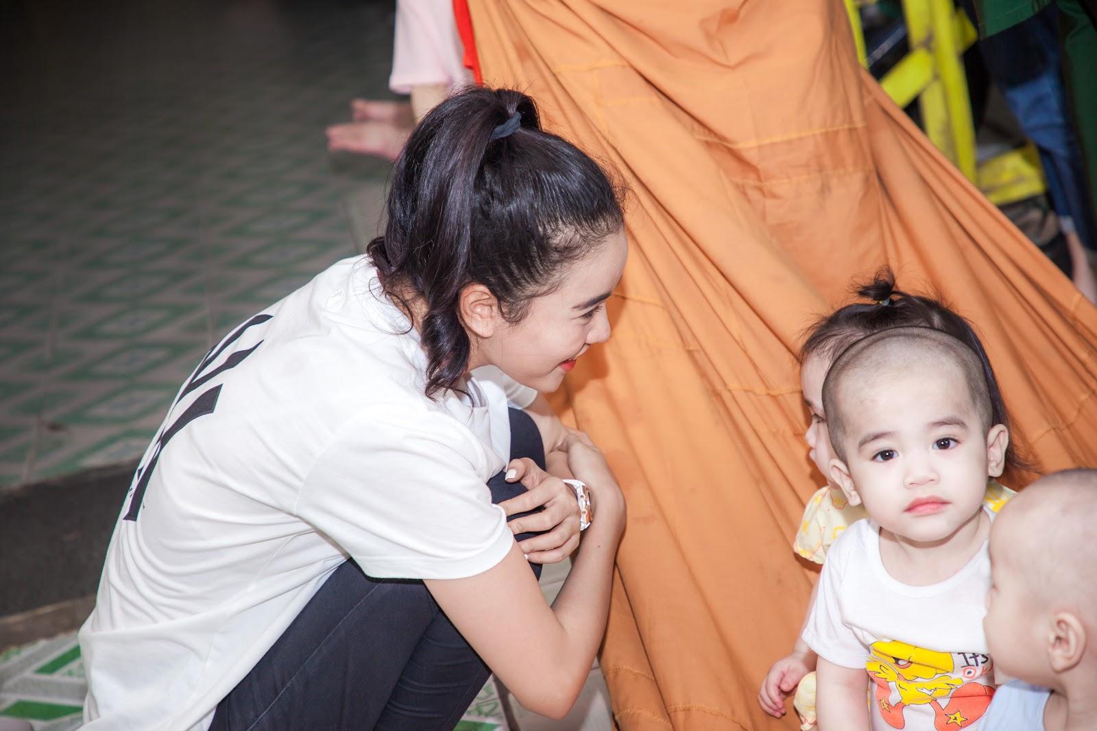 Người đẹp nhân ái Ngọc Thoa cùng thí sinh Miss World Vietnam làm thiện nguyện cho hơn 250 trẻ em - Hình 6