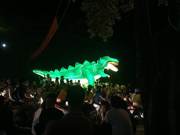 Những chiếc đèn lồng siêu to khổng lồ với muôn vàn biểu cảm hài hước trong dịp Trung thu khiến nhiều người bật cười ngặt nghẽo - Hình 15