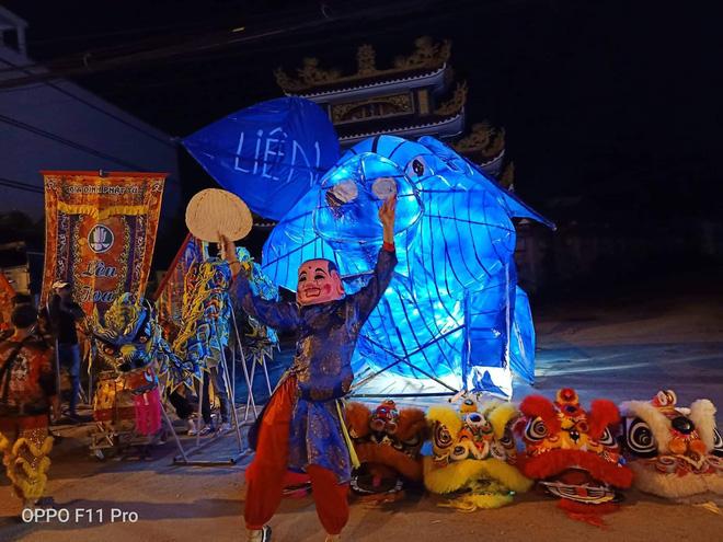 Những chiếc đèn lồng siêu to khổng lồ với muôn vàn biểu cảm hài hước trong dịp Trung thu khiến nhiều người bật cười ngặt nghẽo - Hình 2