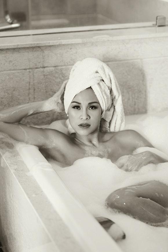 Phương Mai bụng bầu 7 tháng vẫn chụp ảnh gợi cảm trong bồn tắm - Hình 2