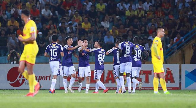 Quang Hải - Văn Quyết nhảy múa ở V-League: Phá nát hàng thủ Nam Định - Hình 1
