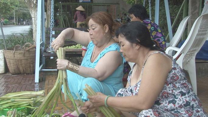 Quầy rau củ miễn phí ấm lòng người nghèo - Hình 1