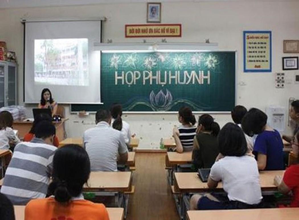 Sài Gòn yêu cầu phụ huynh ký cam kết đội mũ bảo hiểm cho học sinh - Hình 1