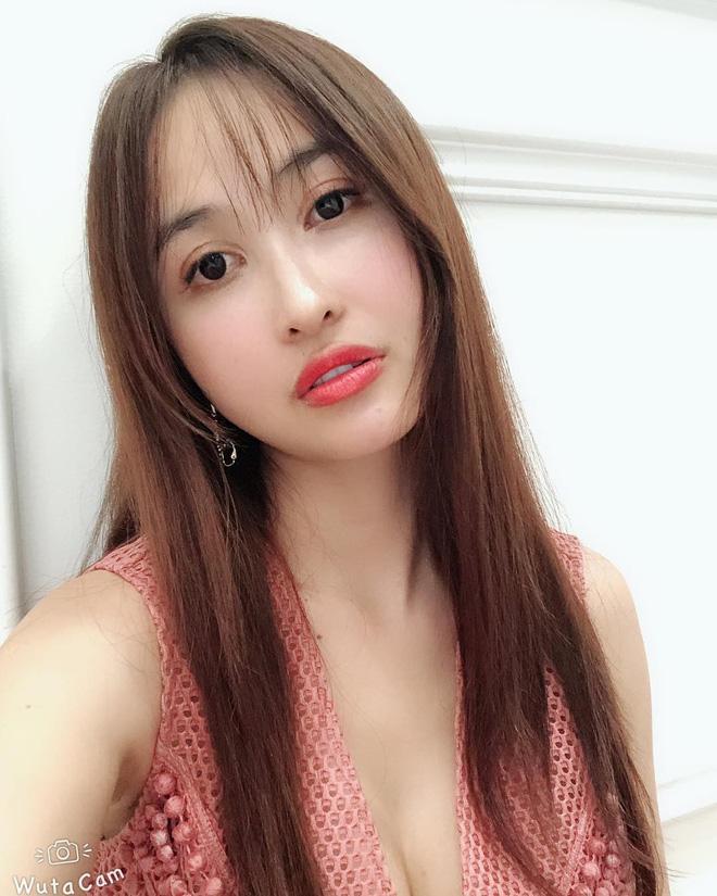 Soi điểm lạ trên gương mặt Mina Phạm khiến dân tình đồn đoán vợ 2 đại gia Minh Nhựa đã trải qua không ít cuộc dao kéo - Hình 3