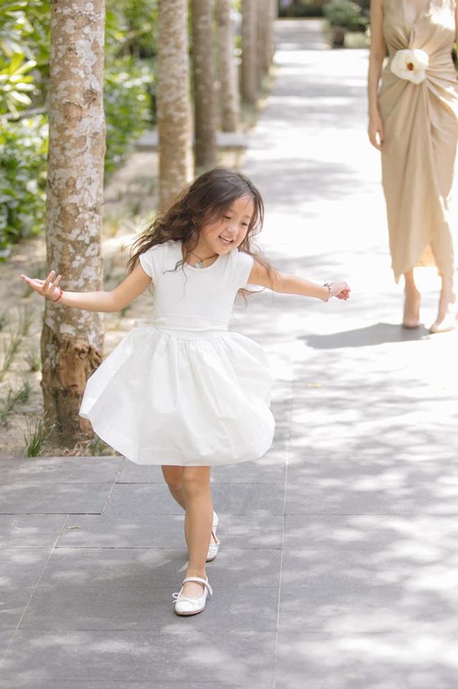 Tan chảy vì ảnh đời thường của con gái 4 tuổi Hoa hậu Hà Kiều Anh: Ngày càng xinh, dự sẽ thành tiểu mỹ nhân Vbiz - Hình 5