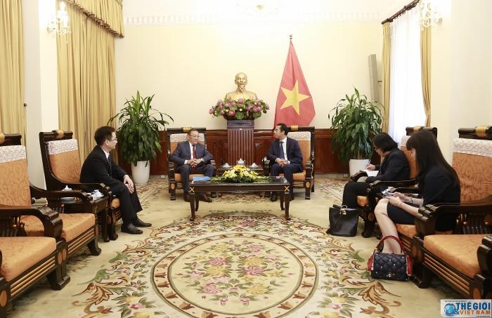 Thứ trưởng Ngoại giao Tô Anh Dũng tiếp xã giao Đại sứ Cộng hòa Kazakhstan - Hình 2