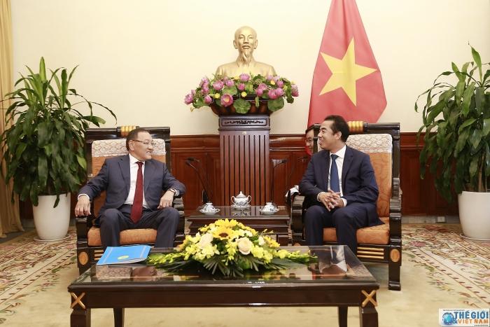Thứ trưởng Ngoại giao Tô Anh Dũng tiếp xã giao Đại sứ Cộng hòa Kazakhstan - Hình 1