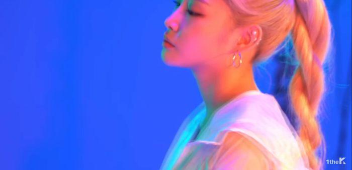 Trước thềm tái xuất cùng I.O.I, Chungha đánh lẻ với MV hợp tác cùng rapper Mommy Son - Hình 2